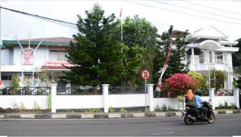 Eks kediaman Gubernur Malut yang terletak di Kelurahan Kalumpang, Kota Ternate. (Istimewa)